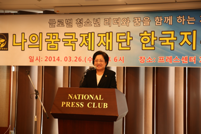 축사를 하는 김을동 새누리당 국회의원